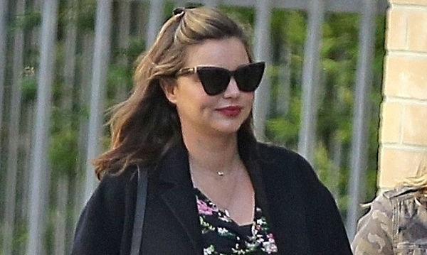 Η εγκυμονούσα Miranda Kerr φόρεσε το τέλειο καθημερινό ανοιξιάτικο look!
