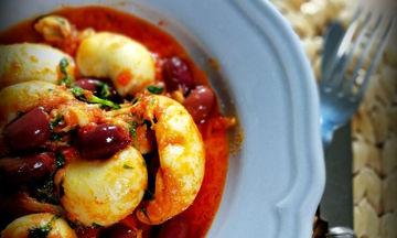 Νόστιμη και νηστίσιμη συνταγή: Σουπιές κοκκινιστές με ελιές