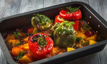 Νηστίσιμες γεμιστές πιπεριές με καρότα και πατάτες στο φούρνο