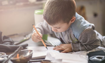 Προετοιμάζοντας το παιδί για τη γραφή από τη νηπιακή ηλικία  - Βίντεο  με ασκήσεις
