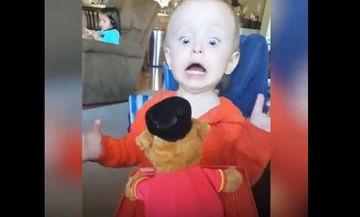 Όταν το μουσικό κουτί κρύβει εκπλήξεις για τα παιδιά - Δείτε τις αντιδράσεις τους (vid)