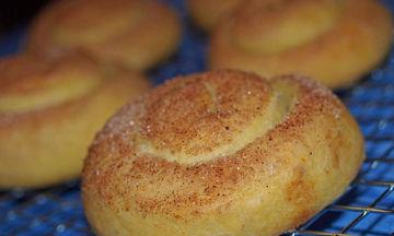 Νηστίσιμη συνταγή: Αφράτα ταχινοπιτάκια με κανέλα