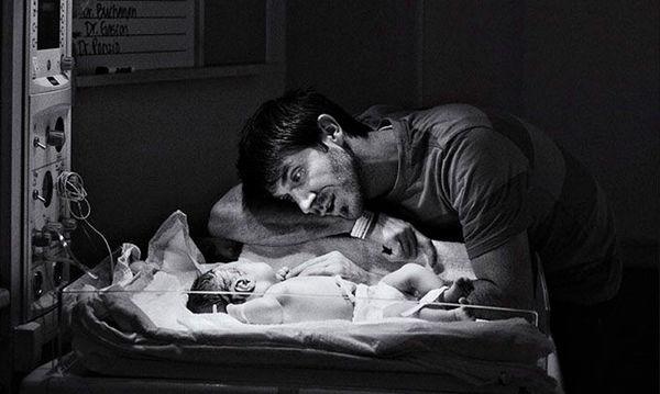 Δέκα υπέροχες φωτογραφίες μπαμπάδων στο δωμάτιο τοκετού