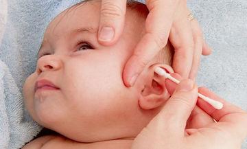 Πώς πρέπει να καθαρίζετε τα αυτάκια του μωρού σας