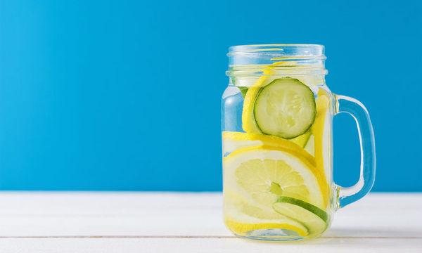 Νερό με λεμόνι: Πώς και πότε πρέπει να το πίνετε