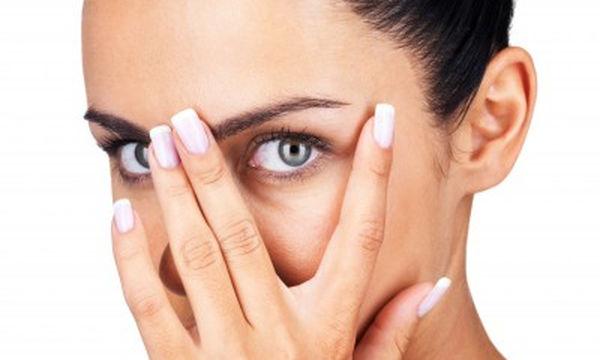 Μάσκες ματιών: Εξαφανίστε το πρήξιμο και τους μαύρους κύκλους με δύο μόνο υλικά