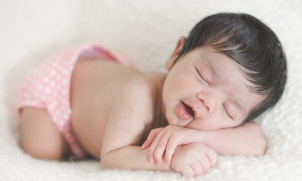 Πρώτες μέρες με το μωρό στο σπίτι: Πώς αντιδρά, τι αντιλαμβάνεται