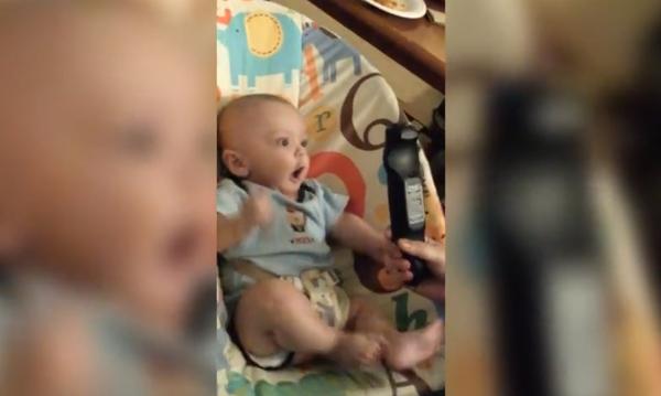 Η απίθανη αντίδραση ενός μωρού στη θέα του τηλεκοντρόλ (video)