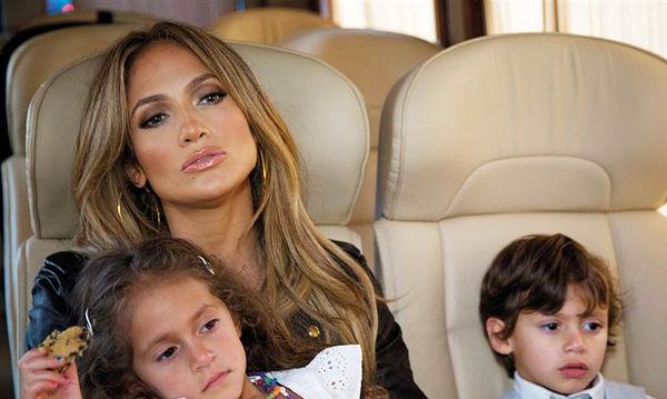Διάσημες μαμάδες που κάνουν μαμαδίστικα πράγματα με τα παιδιά τους (pics)