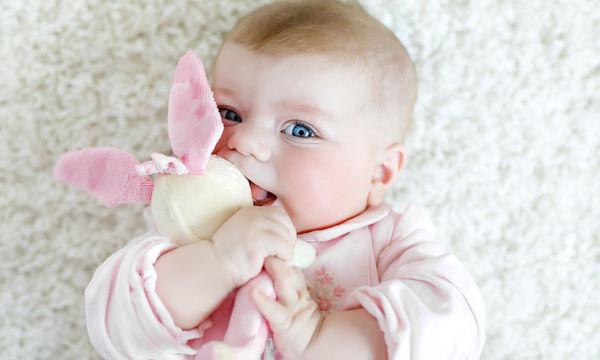 Πώς αναπτύσσεται η όραση του μωρού; Πότε μπορεί να δει και τι βλέπει μέσα στη μήτρα;