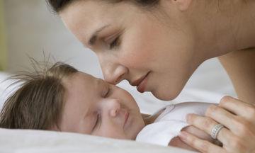 Γιατί κάποια μωρά μυρίζουν παράξενα όταν γεννιούνται;