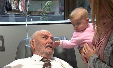 «Ο άντρας με το χρυσό χέρι»: Έσωσε 2,4 εκατομμύρια μωρά δίνοντας αίμα για 60 χρόνια