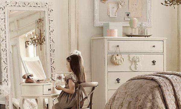 Τι λείπει από το δωμάτιο της κόρης σας; 'Ενας όμορφος καθρέφτης