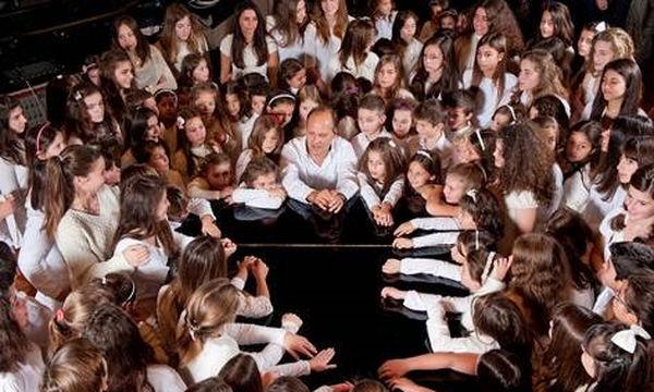 Ο Σπύρος Λάμπρου στο Μothersblog.gr: «Η χορωδία είναι δουλειά, χόμπι και διασκέδαση, όλα αυτά μαζί»