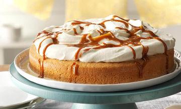 Μυρωράτο κέικ βανίλιας με σαντιγί