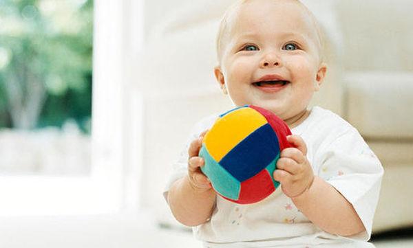 Το παιχνίδι που θα ευχαριστηθεί ένα μωρό είναι αυτή η σπυρωτή μπάλα