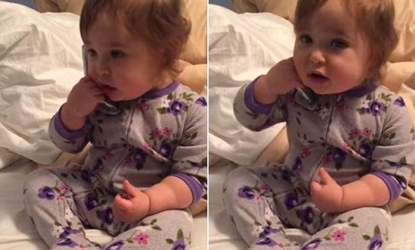 Αστείο βίντεο: Μωρό μιλάει στο κινητό και μιμείται τη μαμά του!