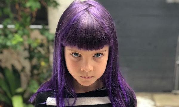 Η 7χρονη κόρη γνωστής τραγουδίστριας έβαψε τα μαλλιά της μοβ (pics)