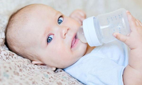 Πότε το μωρό μπορεί να πιει νερό;