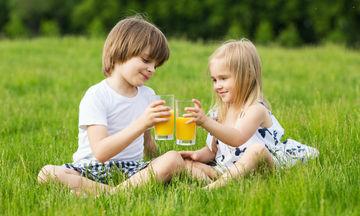 Πρέπει να δίνουν οι γονείς χυμούς φρούτων στα παιδιά;