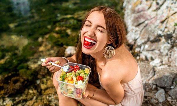 Είναι η σαλάτα σας μια πραγματικά υγιεινή επιλογή;