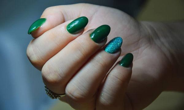 Πράσινο μανικιούρ: Κάνει τα νύχια σας να ξεχωρίζουν το καλοκαίρι