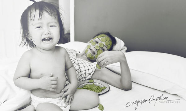 Ευτυχισμένες στιγμές μαμάς και κόρης μέσα από ασπρόμαυρες φωτογραφίες (pics)