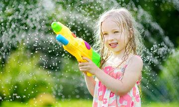 Καλοκαιρινά παιχνίδια που μπορεί να αποδειχθούν επικίνδυνα για τα παιδιά