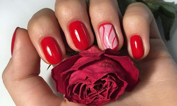Κόκκινα νύχια: Απίθανες ιδέες για ένα ξεχωριστό καλοκαιρινό μανικιούρ