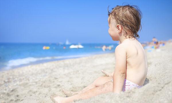 Το παιχνίδι που θα κρατήσει τα παιδιά απασχολημένα στην παραλία για ώρα