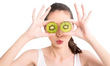 Τα καλοκαιρινά φρούτα που θα κάνουν την επιδερμίδα σας να λάμψει
