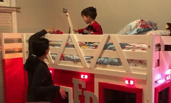 Γονείς έκαναν δώρο στο γιο τους, αυτό που κάθε παιδί θα ονειρευόταν (video)