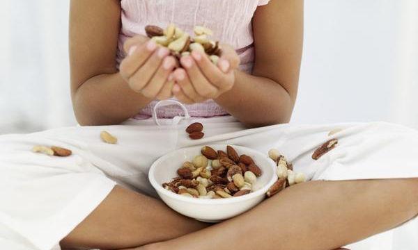 Σε ποια ηλικία το παιδί μπορεί να φάει ξηρούς καρπούς;