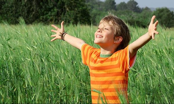 Πολύτιμες συμβουλές για να μεγαλώσετε ένα ευτυχισμένο παιδί