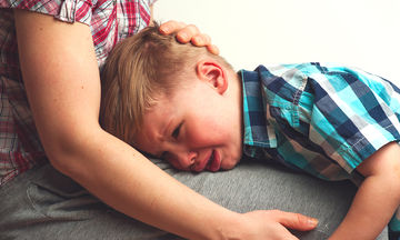 Εφτά φράσεις που πρέπει να λέτε στο παιδί σας, όταν κλαίει