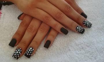 Μαύρα νύχια και το καλοκαίρι! Απίθανες ιδέες για να ξεχωρίσετε