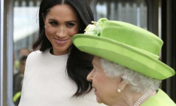 Πρίγκιπας Harry-Meghan Markle: Η αξιολάτρευτη στιγμή του πιτσιρικά που της έπιασε τα μαλλιά (vid)
