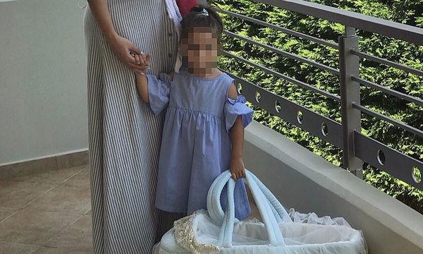 Το πρώτο της μήνυμα με το μωρό στο σπίτι της Ελληνίδας μαμάς