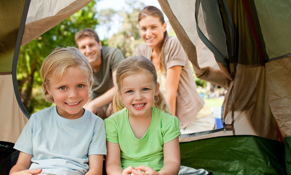 Πρώτη φορά κάμπινγκ με τα παιδιά: Δείτε πώς θα οργανωθείτε καλύτερα