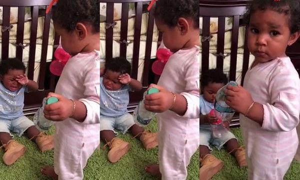 Τι και αν κλαίει ο αδερφός της; Δεν πρόκειται να δώσει το μπουκάλι μέχρι ο μπαμπάς... (vid)