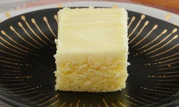 Πανεύκολο κέικ λεμονιού με γλάσο (video)