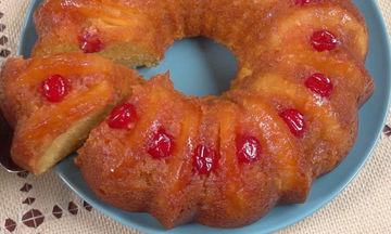 Ανάποδο κέικ με ανανά χωρίς μίξερ (video)