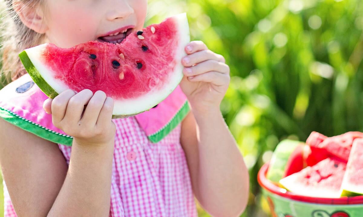 Τα καλοκαιρινά φρούτα που είναι ωφέλιμα για τα παιδιά