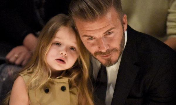 Harper Beckham: Αποχωρίστηκε τα μακριά μαλλιά της και το νέο χτένισμα της πάει πολύ (pics)