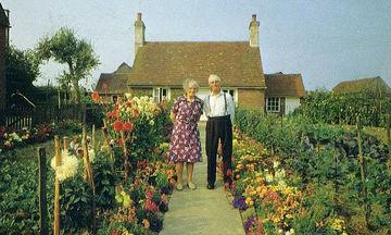 Ηλικιωμένο ζευγάρι έβγαζε την ίδια φωτο κάθε εποχή - Η τελευταία είναι η πιο συγκινητική (pics)