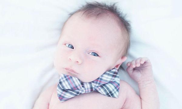 Μωράκια φορούν παπιγιόν και δείχνουν πόσο ακόμη χαριτωμένα μπορούν να γίνουν (pics)