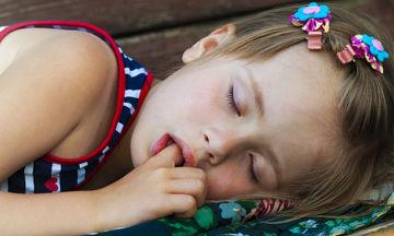 Πρέπει ή όχι τα παιδιά να κοιμούνται το μεσημέρι;