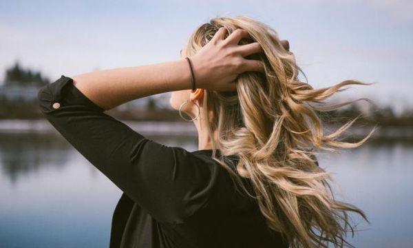 DIY: Μάσκα μαλλιών με τσάι matcha κατά της ξηρότητας
