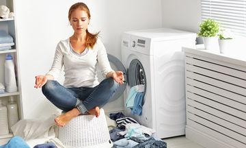 Δες απλά tips για να καθαρίσεις τους επίμονους λεκέδες από τα ρούχα (vid)