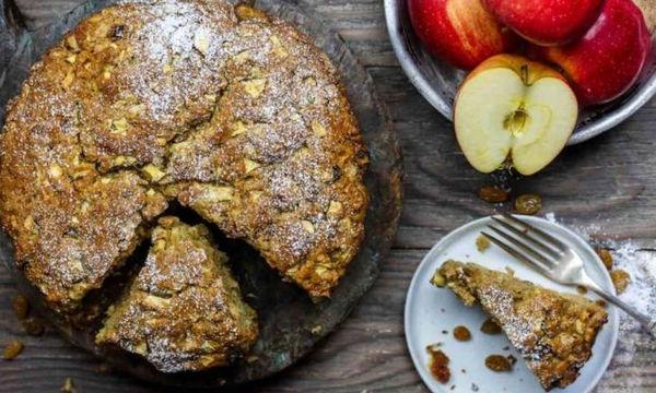 Κέικ μήλου με σταφίδες